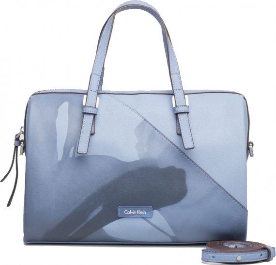 Calvin Klein modrá oboustranná kabelka Metallic Large Reversible · 25 ·  -30% 4349 Kč 3044 Kč 1cb8ef0e785