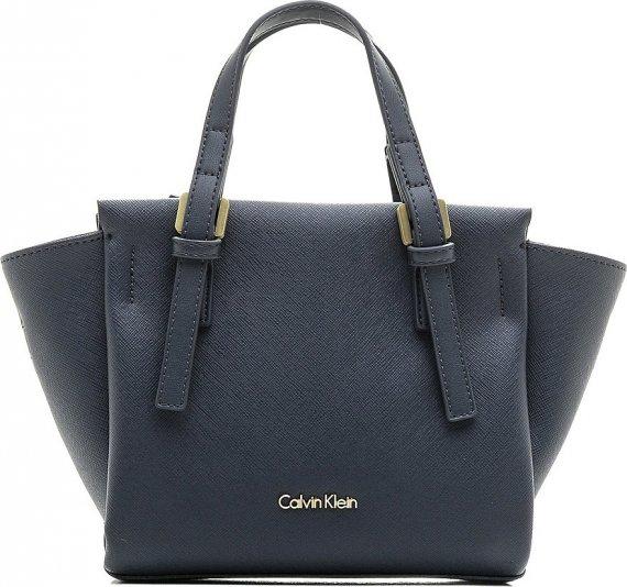 Calvin Klein bílá kabelka M4RISSA Print Duffle · 12 · -30% 3479 Kč 2435 Kč 8a86460d8c6