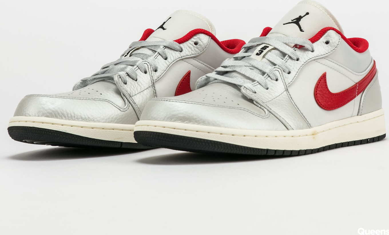 Jordan AIr Jordan 1 Low Premium metallic silver / university red EUR 45.5
